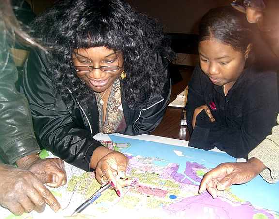 Leadership Institute Participants Map their City
